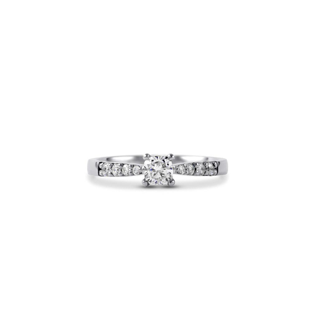 Diamantni zarocni prstan Petite Cushion belo zlato