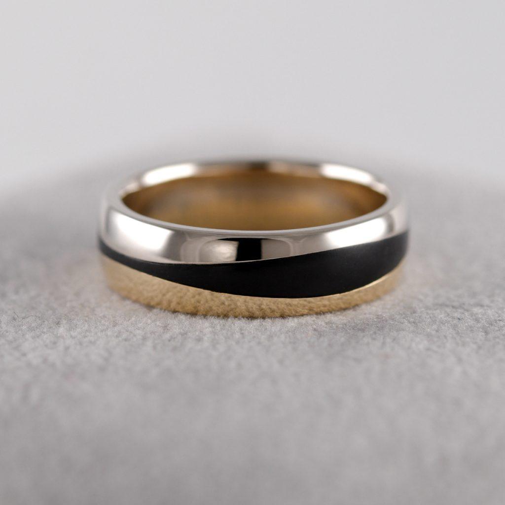 Moski Porocni prstan iz karbona belo zlato rumeno zlato